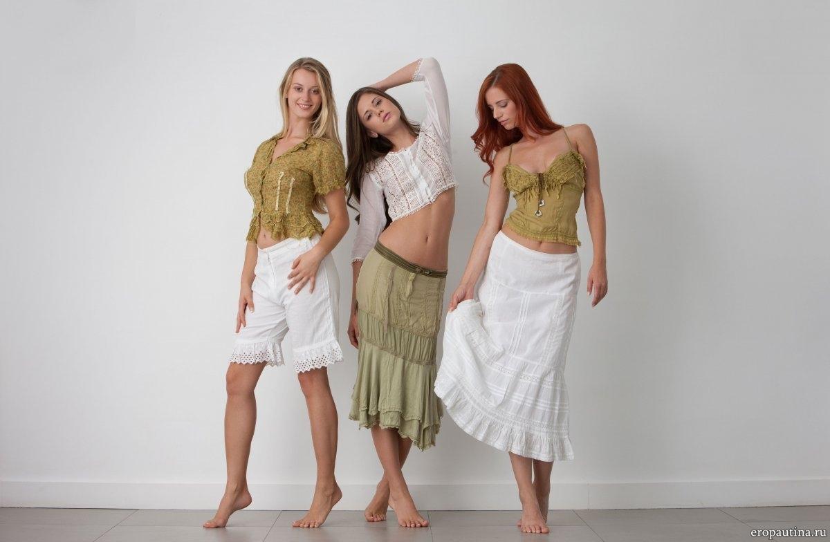 три голые модели