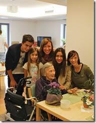 MAMA LUŠA, 100, vnukinji Ladeja in Tina, trije pravnuki