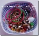 Contas de bijuterias juntadas a partir de sobras
