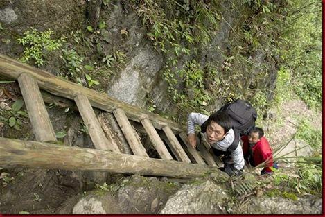 Murid Sangzhi Harus Panjat Tebing Untuk Sekolah6