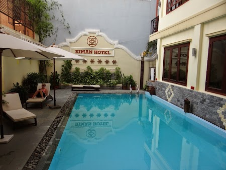 03. Swimming pool in Hoian.JPG