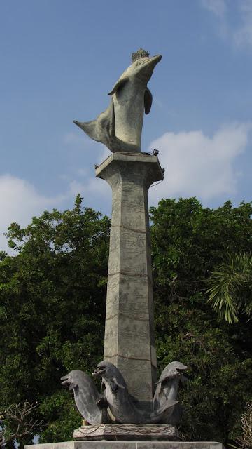 The dolphin statue in Lovina's town center.