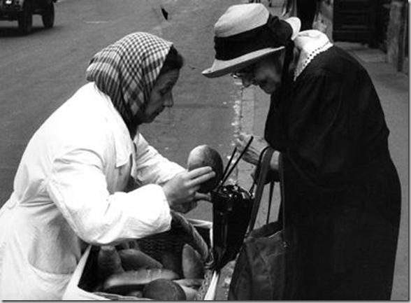 0009_Branzi Piergiorgio_ Diario Moscovita_Venditrice di pane 1962