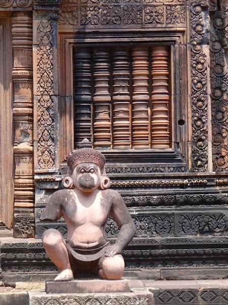 11. Fereastra khmera.JPG