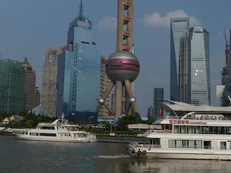 25. turnul televiziune Shanghai.JPG