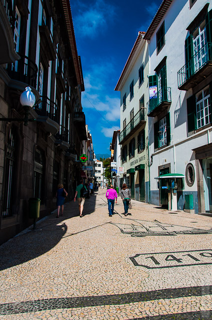 145. Февраль. Мадейра. Фуншал. Улочки города. Очередная вымощенная улочка.