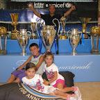 Francesco Cucuzzella e i suoi figli con la Coppa dei Campioni