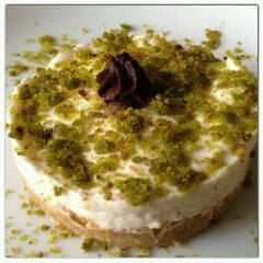 monoporzioni di torta fredda allo yogurt e pistacchi
