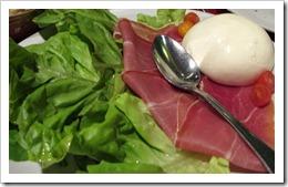 Burrata Brocolino - salada do Brocolino com mussarela de búfala
