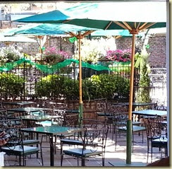 20140313_Pat Obriens famed courtyard (Small)