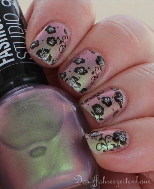 Flowers duochrom Nail Art 9
