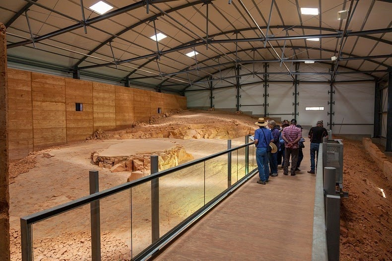 lark-quarry-dinosaur-trackways-2