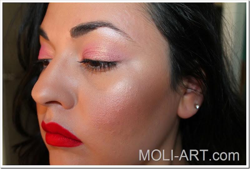 look-de-maquillaje-en-tonos-rosas-y-rojos