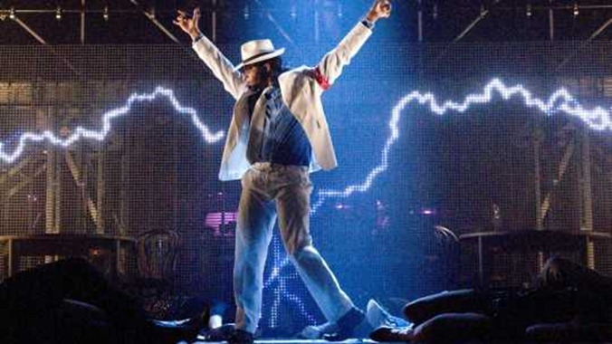 michael-jackson-lightning-stage_1