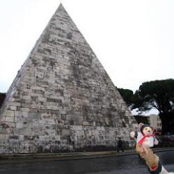 53 - Tumba de la Piramide de Cayo Cestio en Roma