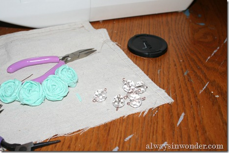 how_to_make_rose_necklace_with_fabric (14)
