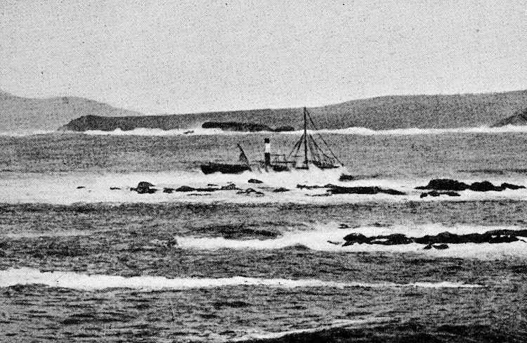 El vapor ADELA ROCA varado y destrozado por el oleaje. De la revista LA VIDA MARITIMA. AÑO 1912.jpg