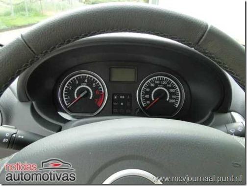 Dacia Logan Sedan 2012 04