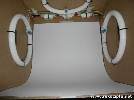 Rekacipta.net - Peti Cahaya Lightbox - Latar Putih