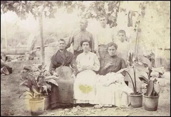foto de Familia-Vuelta-del-Ruiseñor-Ca.-1900