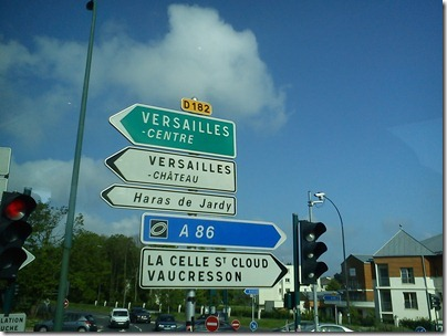 road sign to Versailles