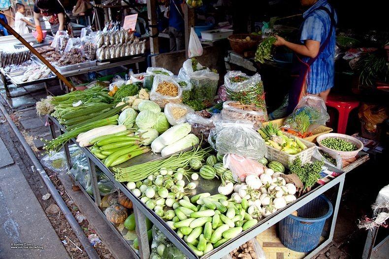maeklong-railway-market-8