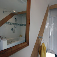 Interesting perspective of bathroom through mirror (Foto by Ted Grant)