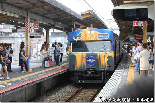 日本電車,這輛彩繪列車就是前往環球影城的電車了。