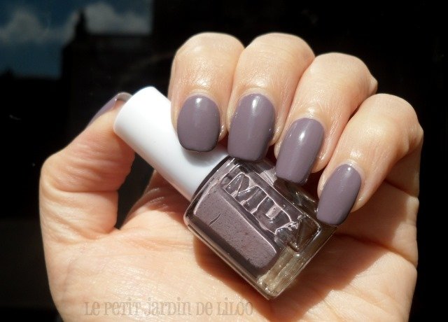 002-mua-moody-mink-nail-polish-review-swatch