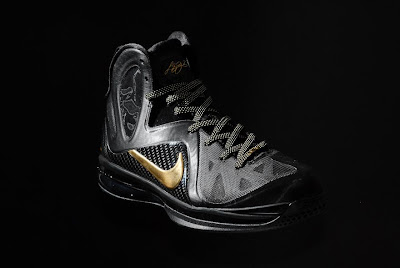 nike lebron 9 ps elite black gold away 11 05 kenlu LeBron 9 P.S. Elite White/Gold (Home) & Black/Gold (Away)