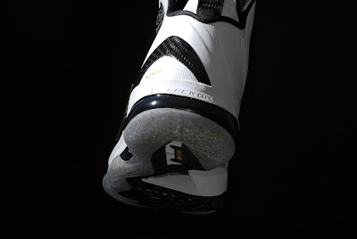 nike lebron 9 ps elite white gold home 9 12 kenlu LeBron 9 P.S. Elite White/Gold (Home) & Black/Gold (Away)
