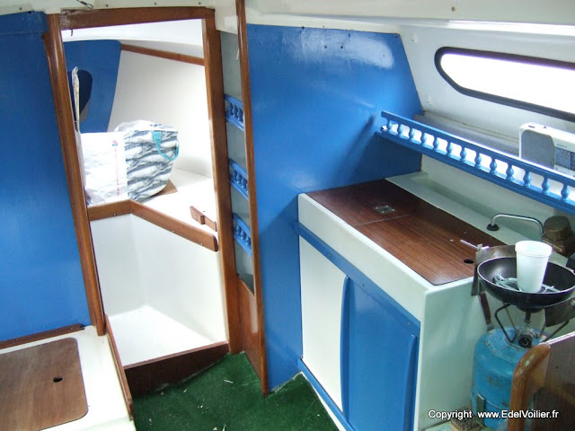 Remise en place des étagères et porte de placard.