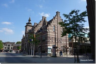 Neerprlt市庁舎、駅から約1km徒歩12分