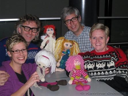 Arne&Carlos, Meg og Mette, og dukkene Siw, Thea Emilie, Kamilla og Betty Spagetti.