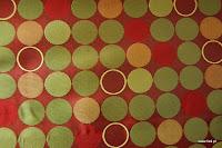 Ekskluzywna trudnopalna tkanina w kółka. Na zasłony, poduszki, narzuty, dekoracje. Czerwona, zielona.