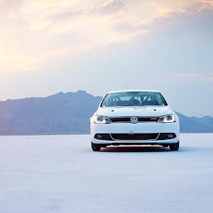 2013-Volkswagen-Jetta-Hybrid-1.jpg