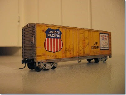 IMG_6247 Athearn  40-foot Grain-Loading Boxcar Union Pacific #127099