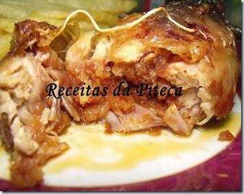 Pernas de frango recheadas com farinheira assadas no forno-interior