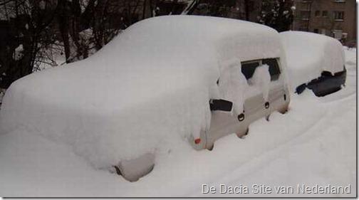 Dacia in de sneeuw