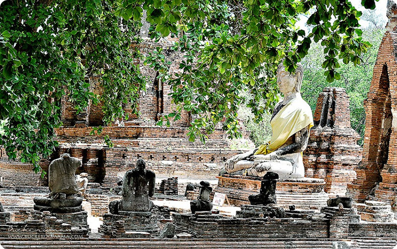 Buddha-at-Wat-Maha-That