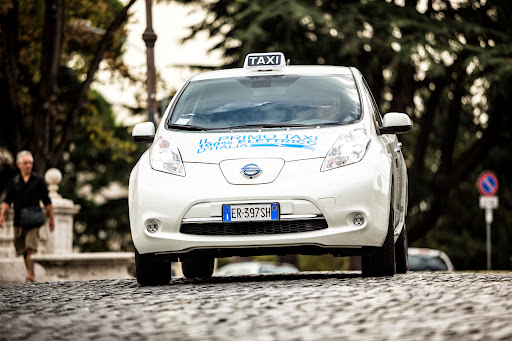 Nissan-Leaf-taxi-07.jpg