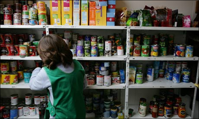 A UK food bank in action. Photo: Martin Godwin / the Guardian