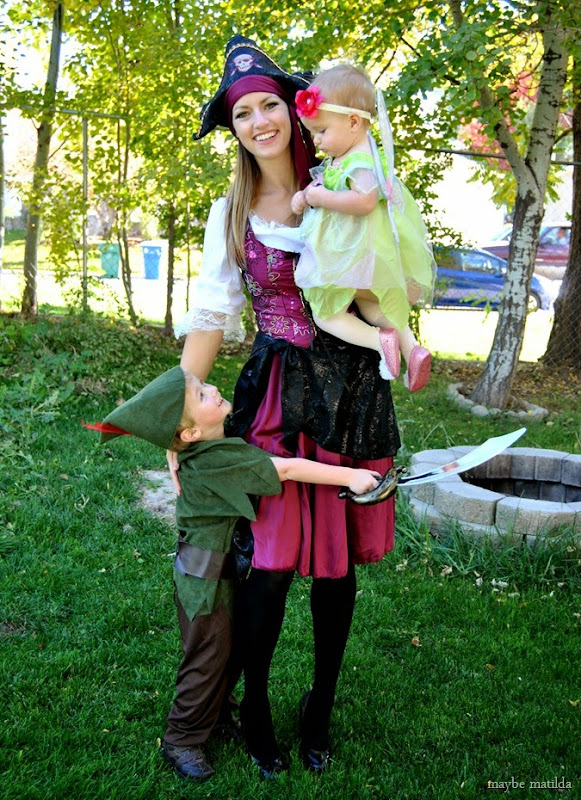 Family Peter Pan + Pirates costumes