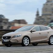 2013-Volvo-V40-New-22.jpg