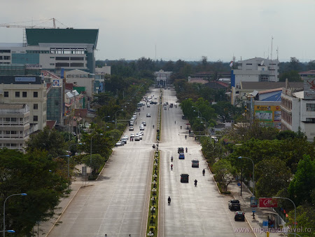 6. Champs Elysees Vientiane.JPG
