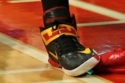 nike zoom soldier 6 pe tristan thompson cavs 1 03 Wearing Brons: Tristan Thompsons ZS6 Cleveland Cavaliers PEs
