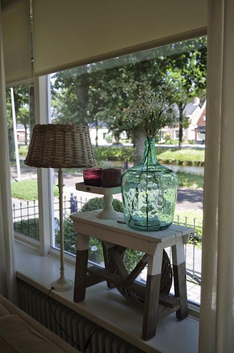 Riviera maison winschoten studio kop en schotel for Decoratie op vensterbank