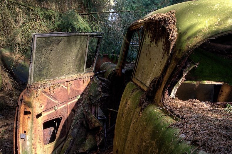 chatillon-car-graveyard-12