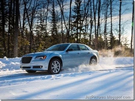Chrysler-300_Glacier_2013_800x600_wallpaper_06