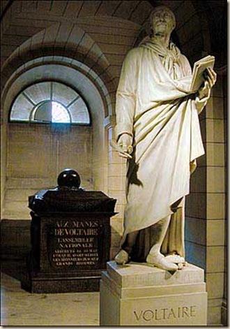 Voltaire tumba ateismo cristianismo